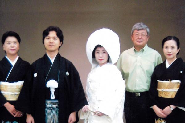 兵庫県「新郎新婦着せ付け」堤多恵子 着付師が、花嫁さんの着せ付け